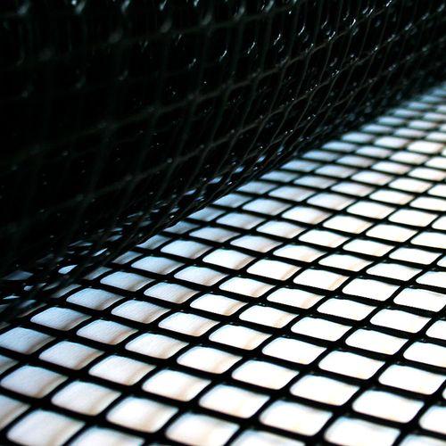 Cerramiento plástico - Cuadrícula grande - Negro